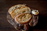 Хлеб на закваске с копченым маслом